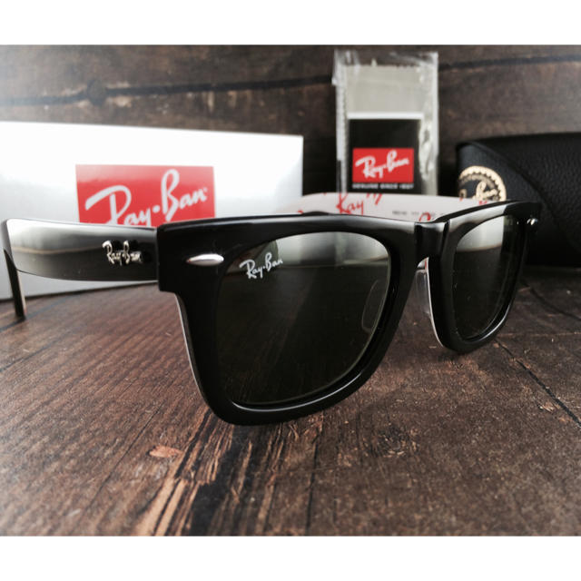 Ray-Ban(レイバン)のレイバンRayBanRB2140 1WAYFARERテキスト50㎜〈白×赤〉 メンズのファッション小物(サングラス/メガネ)の商品写真