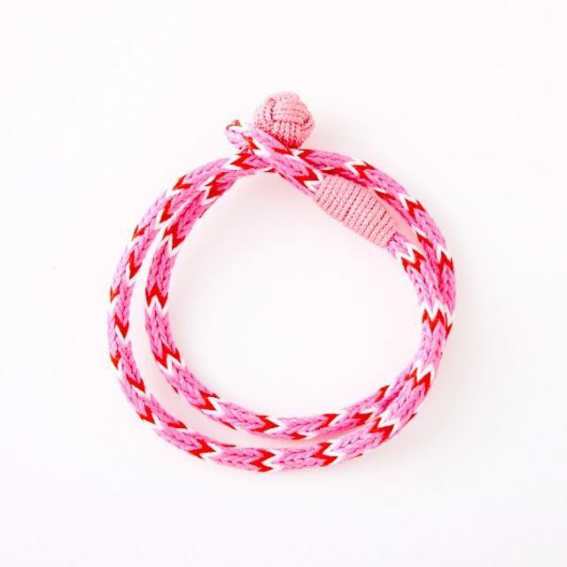 ハンドメイド ミサンガ 組紐 赤×ピンク×白 ハンドメイドのアクセサリー(ブレスレット/バングル)の商品写真