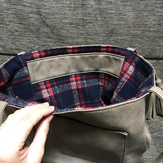 フリンジ付き ショルダーバッグ チェック柄 グレー 美品 レディースのバッグ(ショルダーバッグ)の商品写真