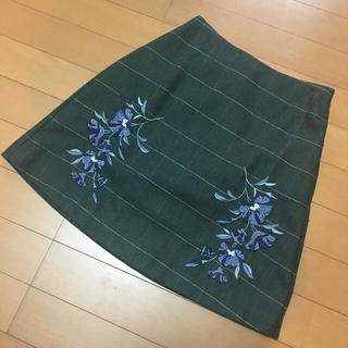 マーキュリーデュオ(MERCURYDUO)のMERCURYDUOヘリンボーン刺繍台形スカート(ミニスカート)