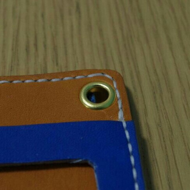 ハンドメイド 定期入れ  硬式グローブ革使用 ブルー×ブラック ハンドメイドのファッション小物(その他)の商品写真