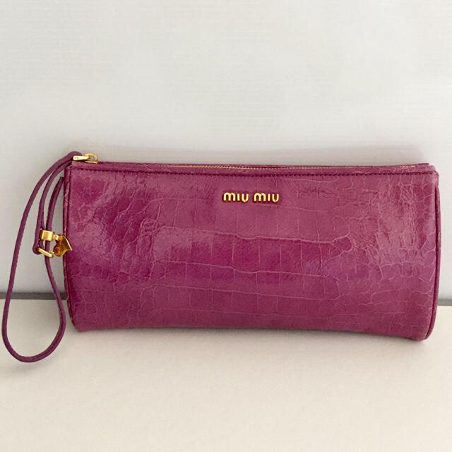 miumiu(ミュウミュウ)の良品 ミュウミュウ バッグ クラッチバッグ ピンク  長財布入ります レディースのバッグ(ハンドバッグ)の商品写真