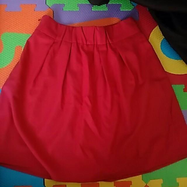 赤ピンクスカート レディースのスカート(ひざ丈スカート)の商品写真