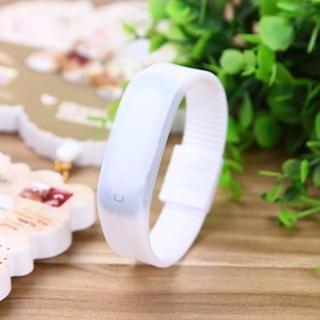 超薄型 腕時計 シリコンバンド デジタル スポーツ LEDウオッチ 白(腕時計(デジタル))