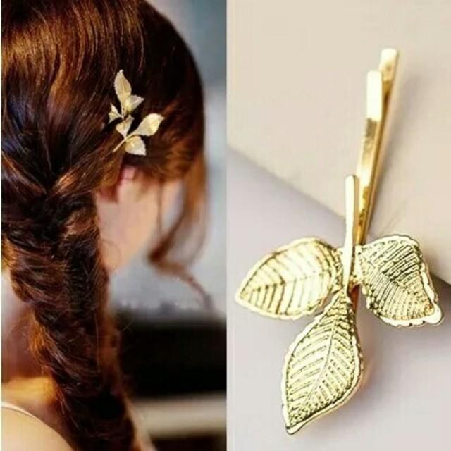3つ葉ヘアピン 金属 ゴールド ヘアピンアクセサリー 髪飾り レディースのヘアアクセサリー(ヘアピン)の商品写真