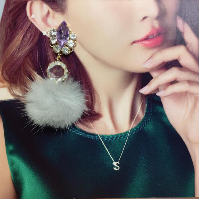 ピアス イヤリング ハンドメイド ビジュー 紫 パープル ファー グレー ハンドメイドのアクセサリー(ピアス)の商品写真