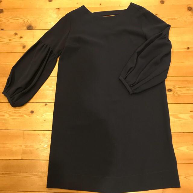 N.Natural beauty basic(エヌナチュラルビューティーベーシック)の袖コンシャスワンピース ネイビー 新品未使用 ナチュラルビューティ レディースのワンピース(ひざ丈ワンピース)の商品写真