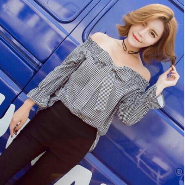 オフショルダ― ブラウス かわいい リボン2WAY ギンガムチェック ブラック レディースのトップス(シャツ/ブラウス(長袖/七分))の商品写真