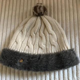 バーニーズニューヨーク(BARNEYS NEW YORK)のちえ様専用☆ Athena NEW YORKファー付白ケーブル編みウールニット帽(ニット帽/ビーニー)
