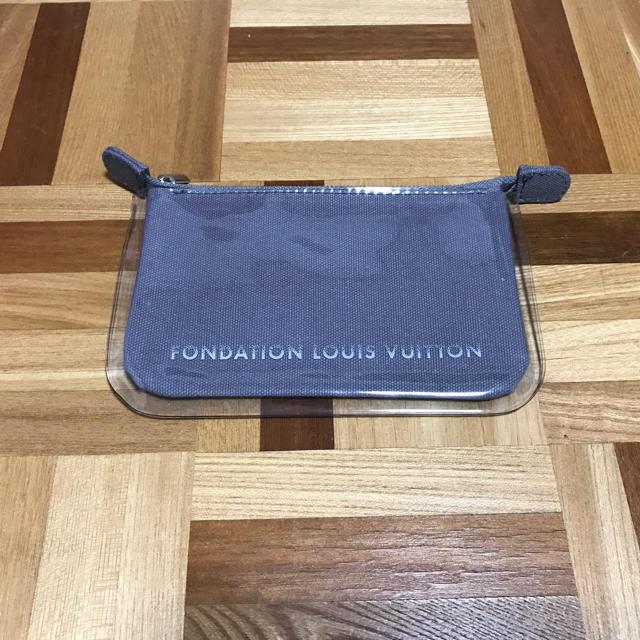 LOUIS VUITTON(ルイヴィトン)のラスト3個 フォンダシオン ルイヴィトン ポーチ グレー ルイヴィトン美術館 レディースのファッション小物(ポーチ)の商品写真