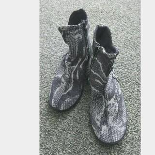 アルコペディコ(ARCOPEDICO)の未使用品レベル ARCOPEDICO 軽量ショートブーツ  レアなヘビ柄  (ブーツ)