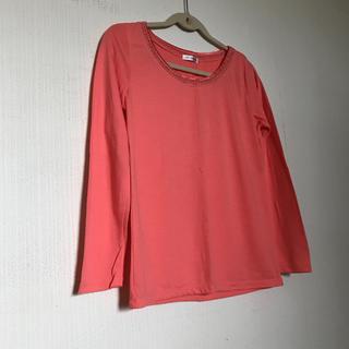 アーヴェヴェ(a.v.v)のタグ付き ピンクオレンジ ロンT(Tシャツ(長袖/七分))