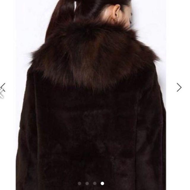 L'Appartement DEUXIEME CLASSE(アパルトモンドゥーズィエムクラス)のアパルトモン 現行 イネスリアルファーコート レディースのジャケット/アウター(毛皮/ファーコート)の商品写真