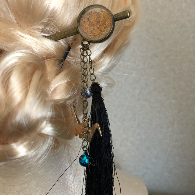 レジンのかんざし アンティークゴールド 蝶&折鶴 ハンドメイド 送料無料 レディースのファッション小物(その他)の商品写真