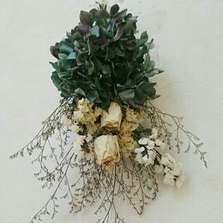プックリ白薔薇と秋色紫陽花スワッグ(ドライフラワー)