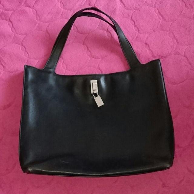 Gucci(グッチ)のGUCCIレディースハンドバッグシンプルな黒革 レディースのバッグ(トートバッグ)の商品写真