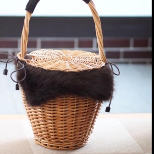 しまむら(シマムラ)のしまむら☆ファーかごバッグ レディースのバッグ(かごバッグ/ストローバッグ)の商品写真