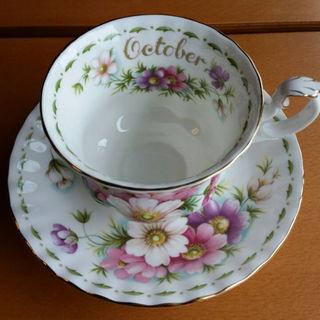 ロイヤルアルバート(ROYAL ALBERT)の☕10月ロイヤルアルバートのカップ&ソーサー(グラス/カップ)