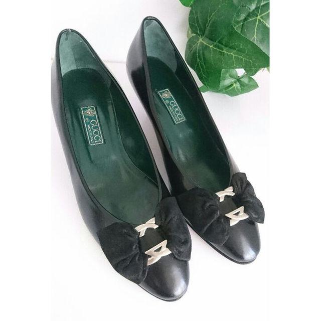 Gucci(グッチ)の正規良品 GUCCI リボン レザー パンプス 黒 ブラック ダークグリーン レディースの靴/シューズ(ハイヒール/パンプス)の商品写真