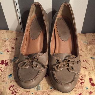 グレージュ パンプス 24.5(ローファー/革靴)