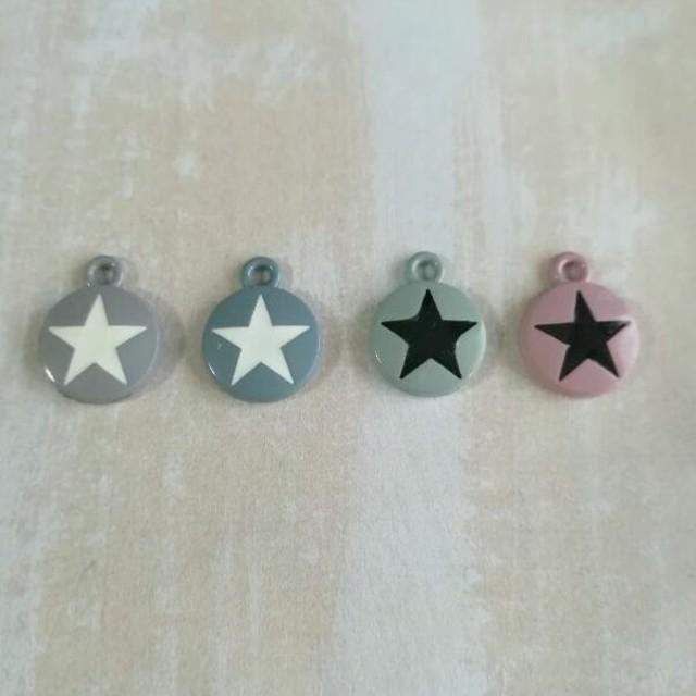 丸型 星マーク チャーム 青グレー ハンドメイドの素材/材料(各種パーツ)の商品写真
