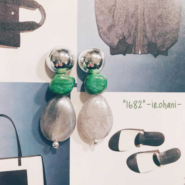 グリーンストーンが個性的なハンドメイドピアス/イヤリング ハンドメイドのアクセサリー(ピアス)の商品写真