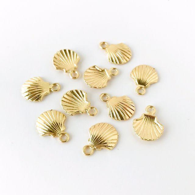 ミニシェルチャーム ゴールド 10個 ハンドメイドの素材/材料(各種パーツ)の商品写真