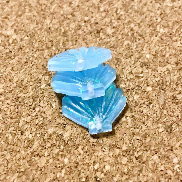 ラメ入りシェルパーツ ブルー 10個 ハンドメイドの素材/材料(各種パーツ)の商品写真