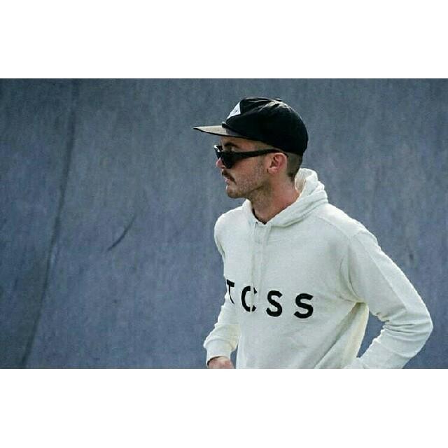 白 TCSS Mサイズ パーカー 雑誌掲載モデル 新品未使用。 メンズのトップス(スウェット)の商品写真