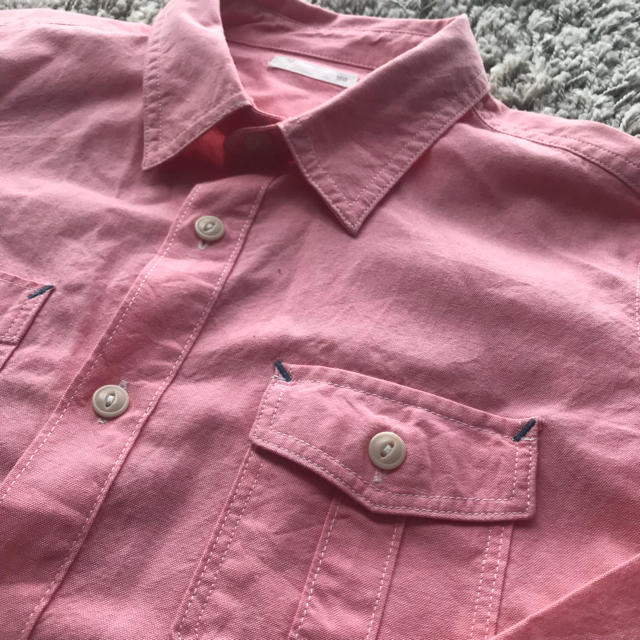 GU(ジーユー)のピンクシャツ(GU) キッズ/ベビー/マタニティのキッズ服 男の子用(90cm~)(Tシャツ/カットソー)の商品写真