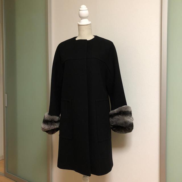 ADORE(アドーア)のアドーア レッキスファー袖 ブラックコート レディースのジャケット/アウター(ロングコート)の商品写真