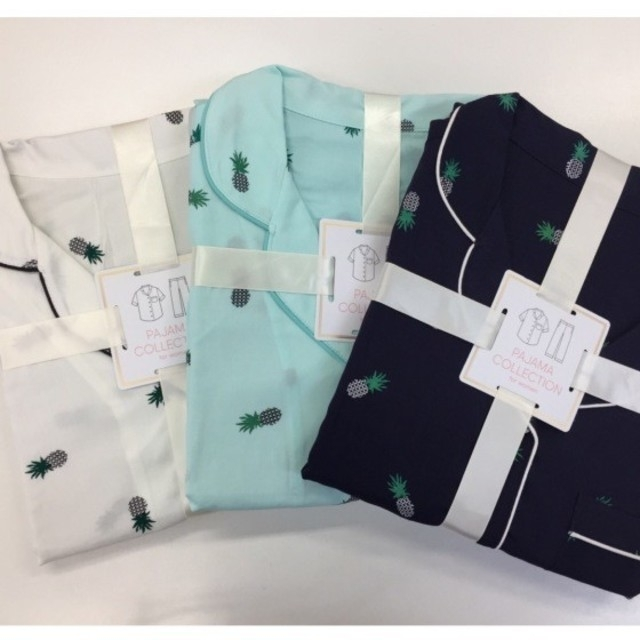 GU(ジーユー)の【好評】WOMEN パジャマ(パイナップル)半袖長ズボン 未開封 レディースのルームウェア/パジャマ(パジャマ)の商品写真