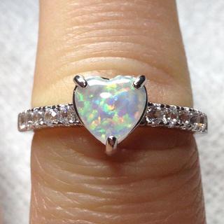 ハート型ホワイトファイヤーオパールの指輪 18号(リング(指輪))