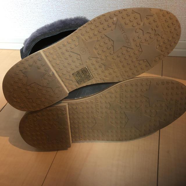 JIMMY CHOO(ジミーチュウ)の美品 ジミーチュウ 36 ブーツ グレー ムートン スウェード  レディースの靴/シューズ(ブーツ)の商品写真