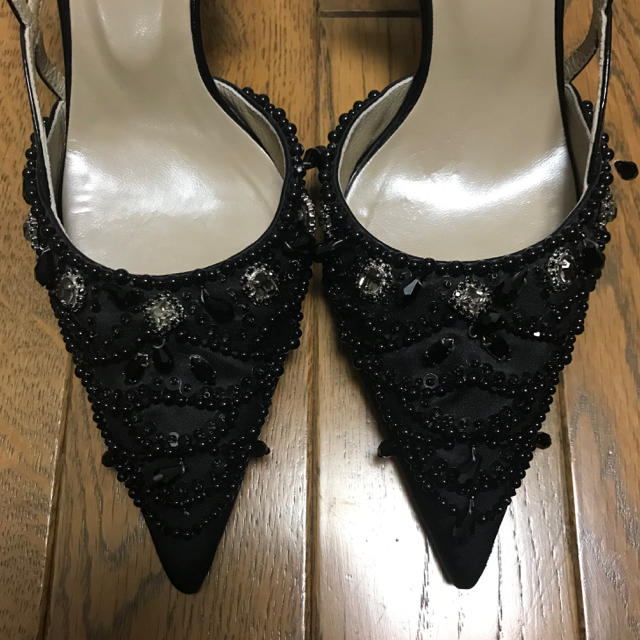 STRAWBERRY-FIELDS(ストロベリーフィールズ)のストロベリーフィールズ♡ブラックビジューパンプス レディースの靴/シューズ(ハイヒール/パンプス)の商品写真