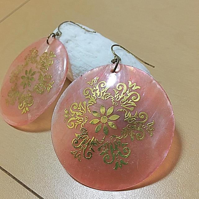 ピンクシェルピアス レディースのアクセサリー(ピアス)の商品写真