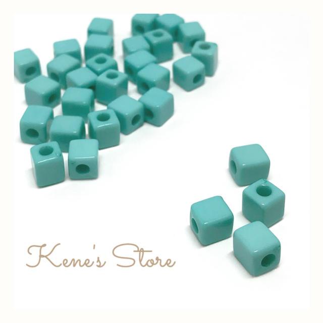 【30個入】キューブ ビーズ ブルー ハンドメイドの素材/材料(各種パーツ)の商品写真