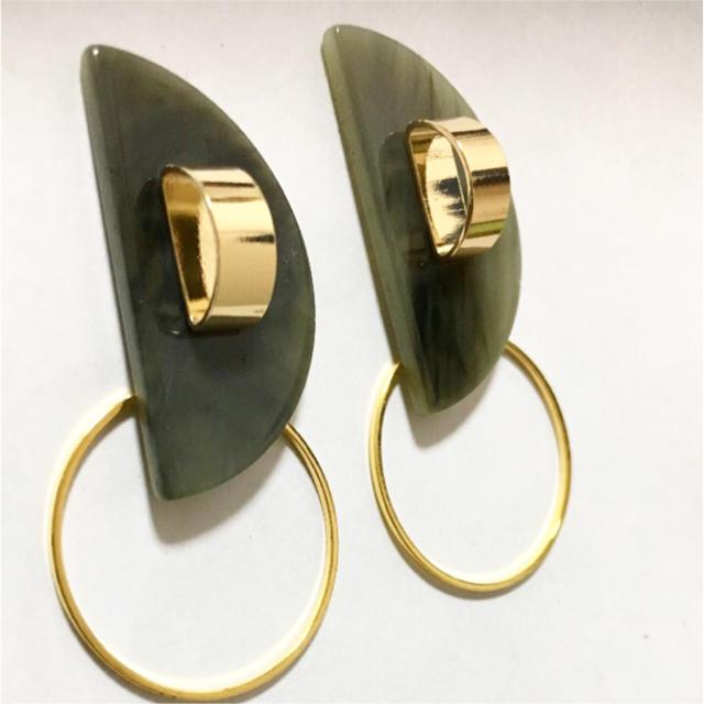 ダークグリーン×ゴールドのピアス/イヤリング257 ハンドメイドのアクセサリー(イヤリング)の商品写真