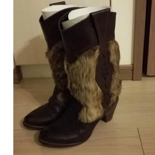 サヴァサヴァ(cavacava)のブーツ22.5 フェイクファー サヴァサヴァ(ブーツ)