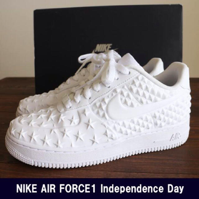 NIKE(ナイキ)の新品 NIKE AIR FORCE 1 lv8 vt independence メンズの靴/シューズ(スニーカー)の商品写真