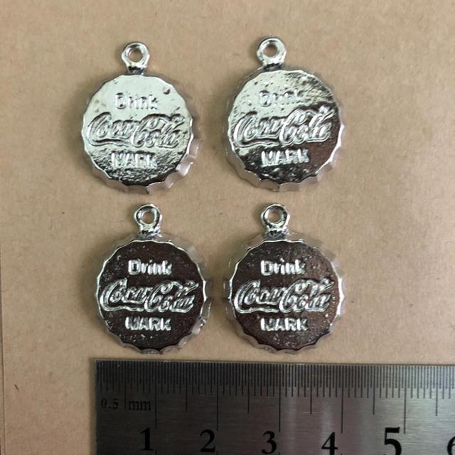 コカコーラ チャーム ハンドメイド素材 シルバー ハンドメイドの素材/材料(各種パーツ)の商品写真