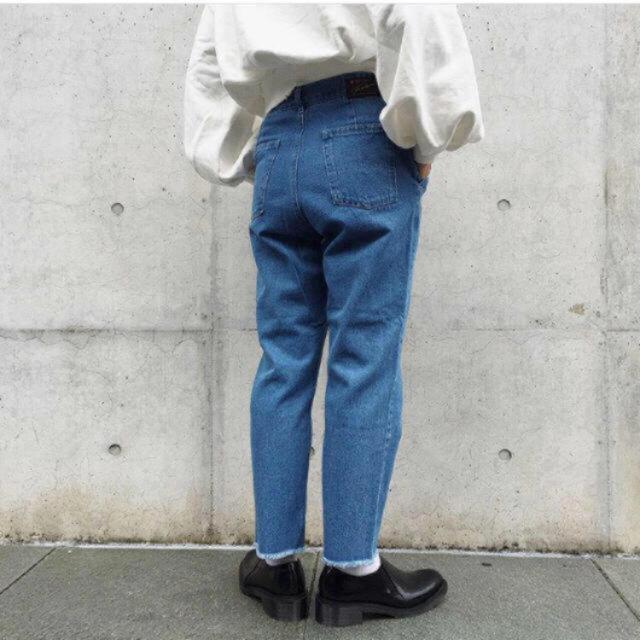 Kastane(カスタネ)の断ち切りテーパードパンツ レディースのパンツ(デニム/ジーンズ)の商品写真