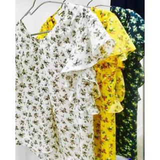 ジーユー(GU)のジーユー フラワープリントフリルブラウス(シャツ/ブラウス(半袖/袖なし))