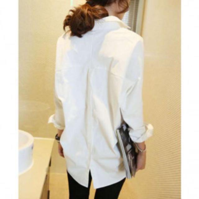 送料無料 シンプル シャツ 白 Vネック L レディースのトップス(シャツ/ブラウス(長袖/七分))の商品写真