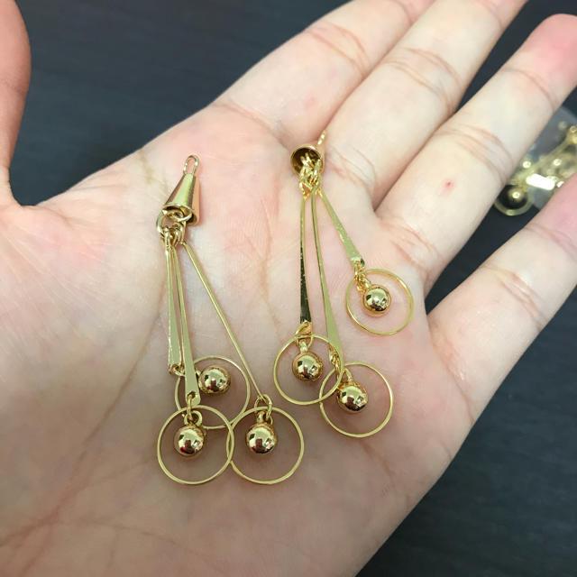 ゴールド 3連ゆらゆらチャーム メタルパーツ  ゴールドパーツ  ハンドメイドの素材/材料(各種パーツ)の商品写真