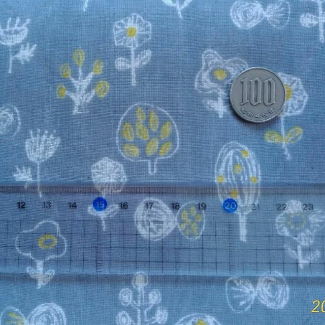 30×30☆ダブルガーゼ はぎれ☆北欧 グレー 花 木 蝶 ハンドメイドの素材/材料(生地/糸)の商品写真