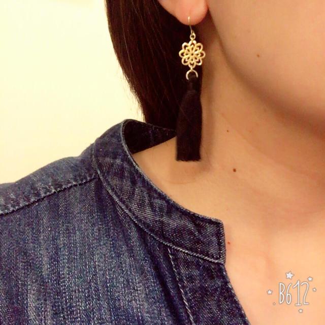 タッセルピアス☆黒 ハンドメイドのアクセサリー(ピアス)の商品写真