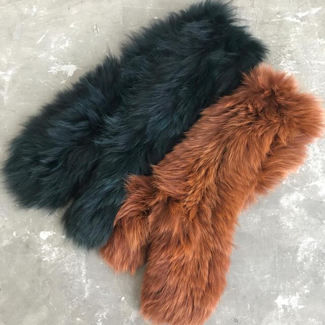 新品 フォックスファー ボリューミー マフラー ブラウン レディースのファッション小物(マフラー/ショール)の商品写真