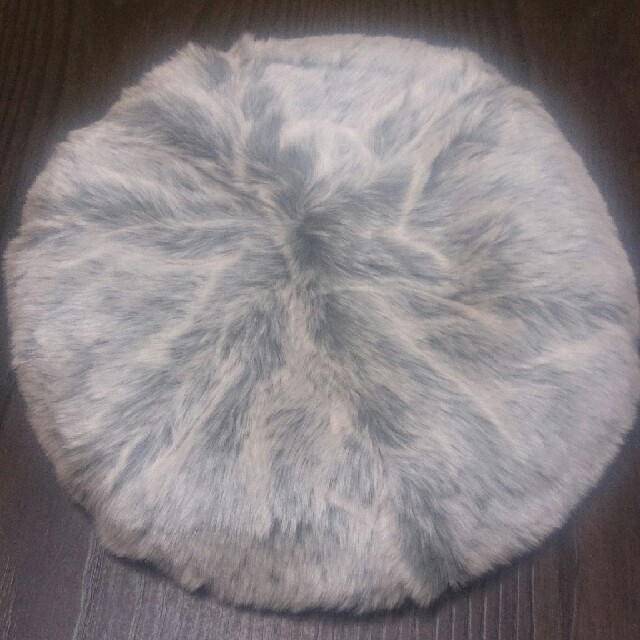 earth music & ecology(アースミュージックアンドエコロジー)のアース*新品タグ付き*ふわふわフェイクファーベレー*グレー レディースの帽子(ハンチング/ベレー帽)の商品写真