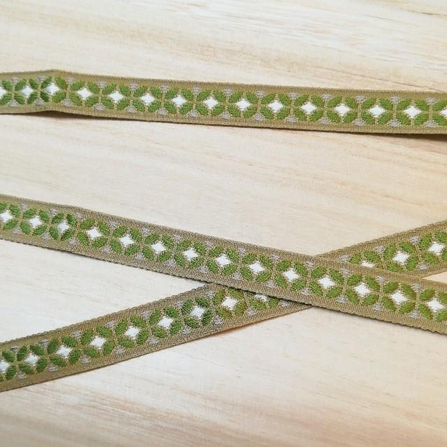 チロリアンテープ 3m レトロ モダン モスグリーン ベージュ ハンドメイドの素材/材料(各種パーツ)の商品写真